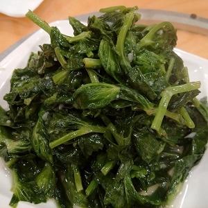 sauteed-pea-stem-garlic