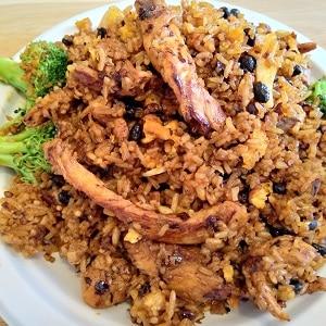 Yum-Yum-Spicy-Fried-Rice-Chicken